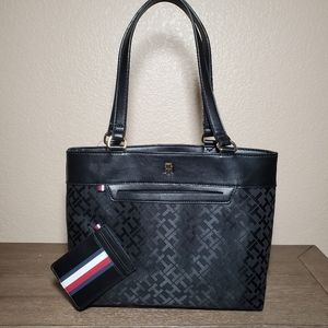 Tommy Hilfiger Shopper + Credit Card Holder